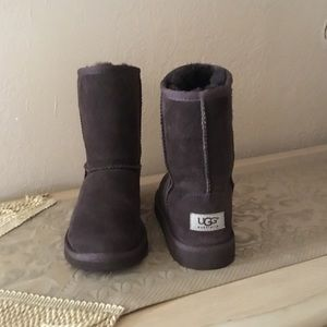Ugg Classic short brown kids sz.4 $48